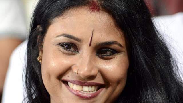 இப்படி ஒரு பொண்டாட்டி மட்டும் கிடைச்சா..! அடா அடா அடா..! லக்கிப் புருஷன்