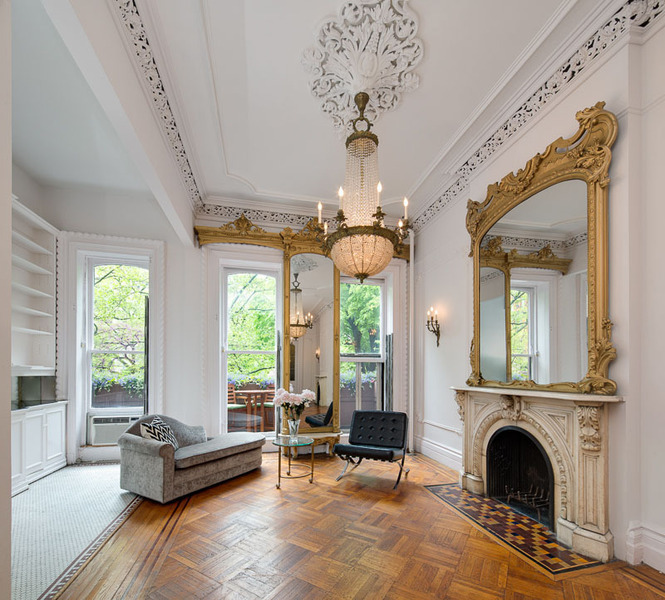 Nyc Appartment: Victorian Gothic Interior Style