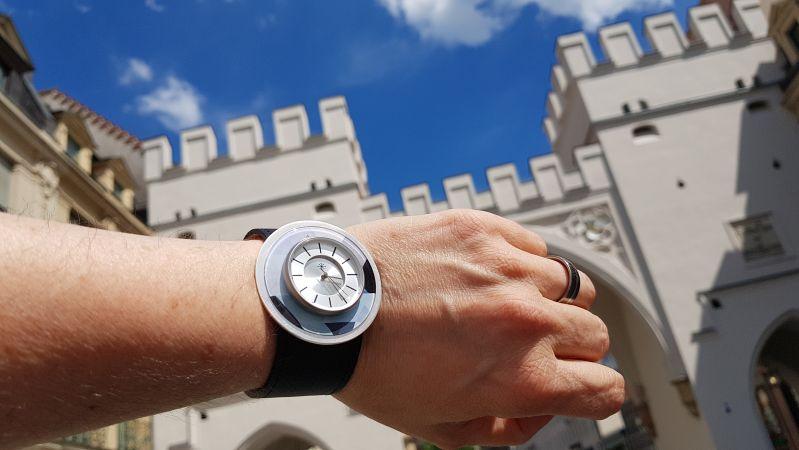 Deja Vu Uhr vor dem Münchner Karlstor