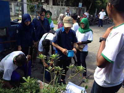 Program Penanaman Massal Tanaman Trembesi (SPASI) oleh Mahasiswa ITS