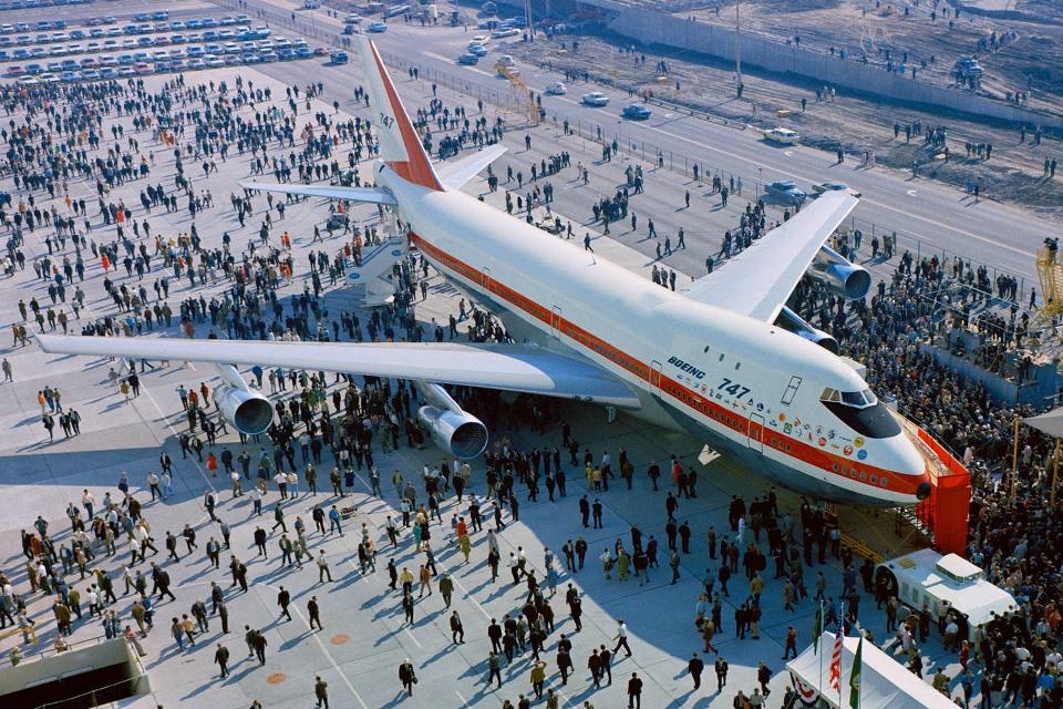 B747 항공기 공개 Rollout