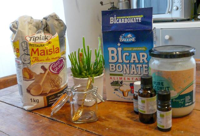 Fécule, bicarbonate, huile essentielle, huile de coco