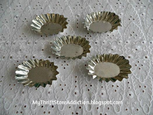 Friday's Find: Skip the Crowds & Browse Charming Mason mythriftstoreaddiction.blogspot.com Vintage tart tins from Mason, Texas