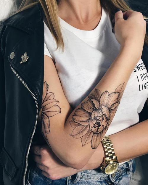 Brilliant Hand Flower Tattoos For Women