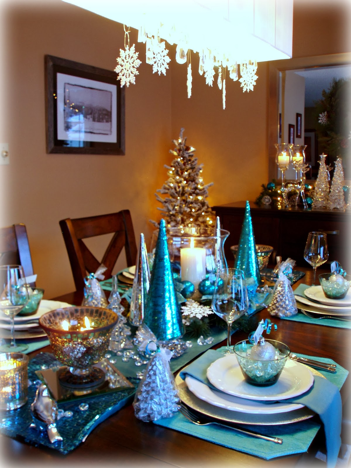 Snowflake Decor In Dining Room