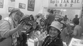 wisata kota tua jakarta, 4 tempat favorit di kota tua jakarta, akses ke kota tua jakarta, jalan jalan di kota tua jakarta, Vihara Dharma Bhakti (Kim Tek Le), Kopi Es Tak Kie, Rujak Shanghai Encim Pancoran, dan Pantjoran Tea House, Toko Merah, Museum di Jakarta, Museum Fatahillah, Meriam Si Jagur, instagramable di Kota tua jakarta, makanan di kota tua jakarta, astra, happyone, happytrip, asuransi perjalanan, happyhome, happyme, happiness race, tebak-tebakan, teka teki, transjakarta, busway, commutter line, sejarah kota tua jakarta, fennibungsu, fenni wardhiati, hiburan di kota tua jakarta, klenteng di glodok, rujak enak, es kopi,