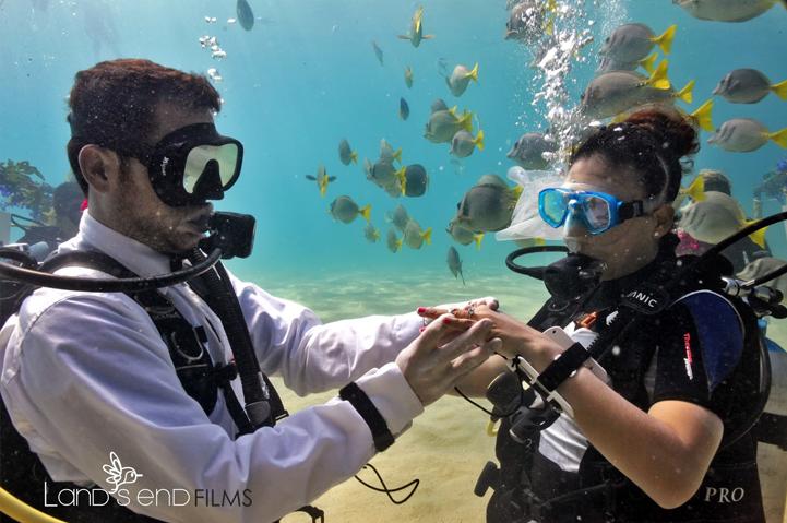 Underwater wedding in Mexico