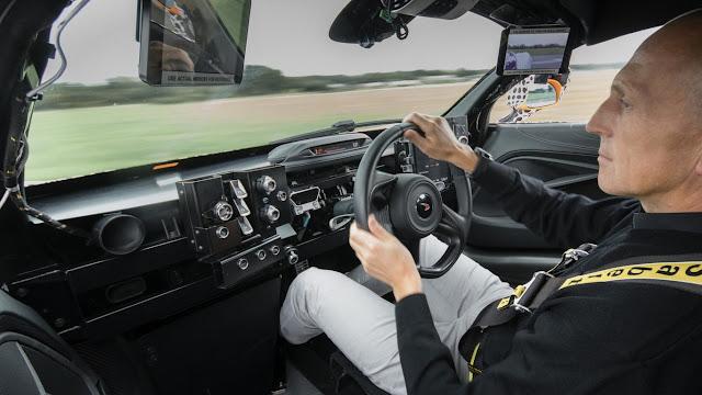 McLaren BP23 central driving position