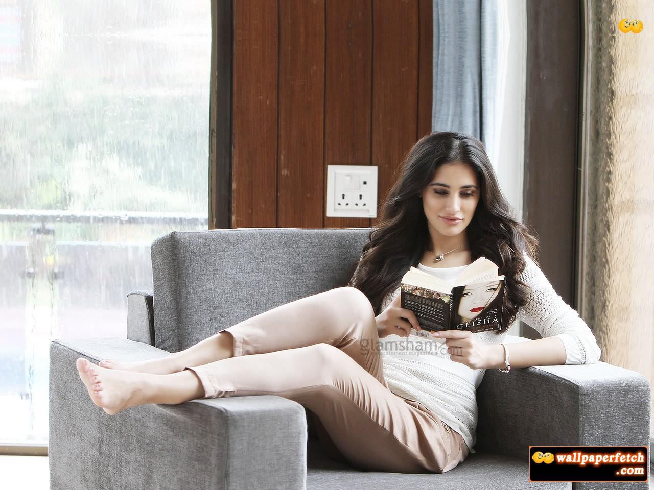 Celebrities Hd Wallpaper Download Nargis Fakhri Hd: Wallpaper Fetch: Nargis Fakhri HD Wallpapers
