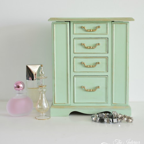 A Pretty Mint-Painted Vintage Jewelry Box Makeover