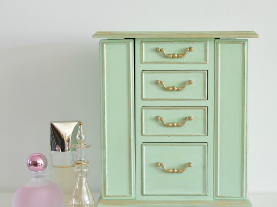 A Vintage Jewelry Box Makeover In The Color Mint