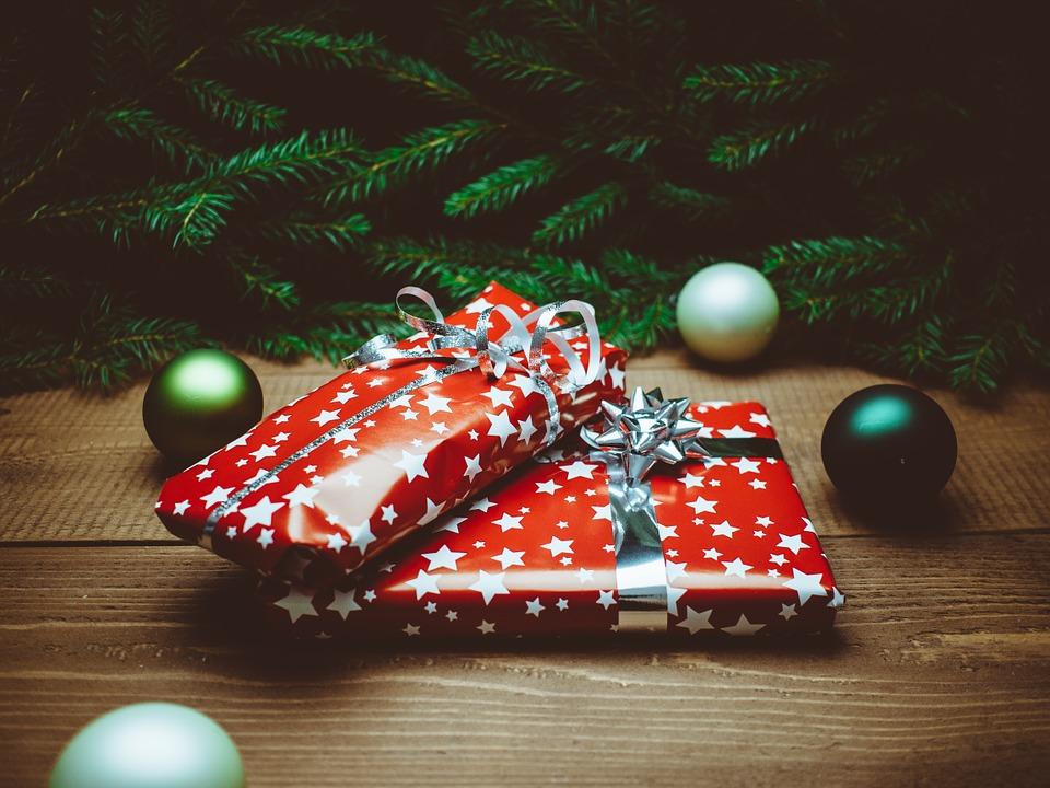 https://pixabay.com/en/present-christmas-christmas-presents-932219/