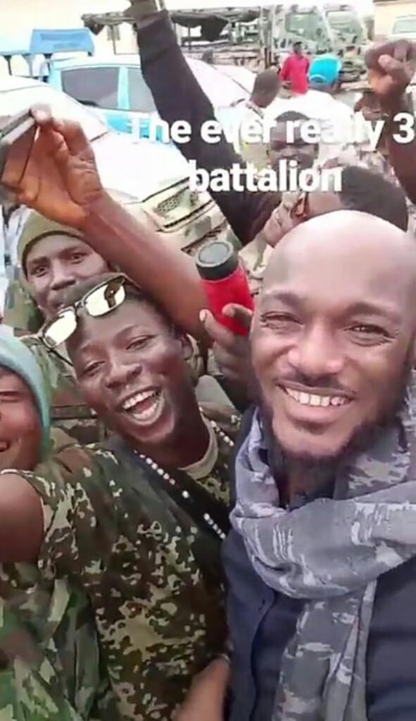 Tuface-visits-soldiers-Internally-Displaced-Persons-in-Maiduguri