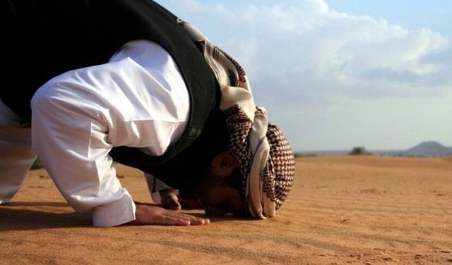 Tiga Doa yang Jangan Sampai Tak Dibaca Dalam Sujud