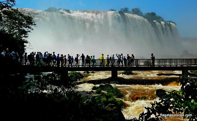 Passarela diante da Graganta do Diabo, no Parque Nacional das Cataratas do Iguaçu