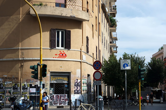 Invader, Street, Rue, Ruelle romaine, Pigneto, Graff, Tag, Roma Street, Rome, Roma, Voyage, Vlog, Roadtrip, blog,