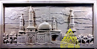 Relief batu motif masjid