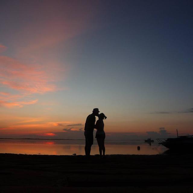 foto sunrise romantis di pantai sanur bali