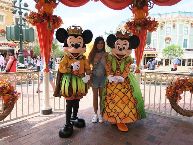 hong kong disneyland, group picture with Mickey & Minnie!