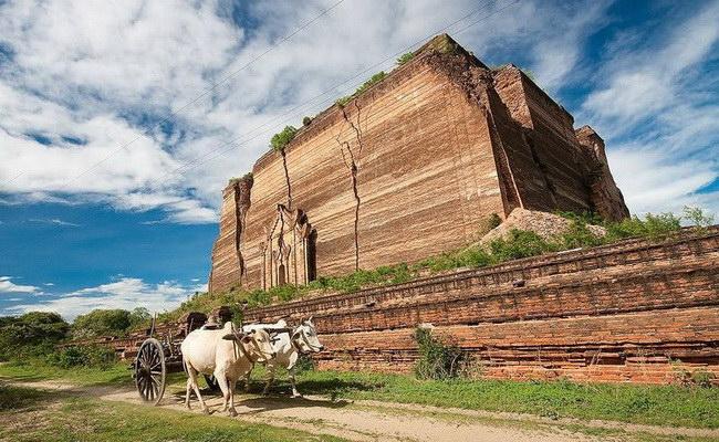 www.xvlor.com Mingun Pahtodawgyi was unfinished pagoda by King Bodawpaya
