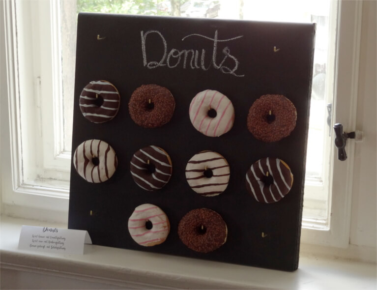 DIY-Anleitung für Donut Wall - perfekt für die Hochzeit einer DIY-Braut