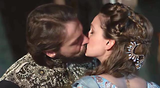 Kosem  ~ Episodul 33 în română ~ Primul sărut dintre Murat și Faria!