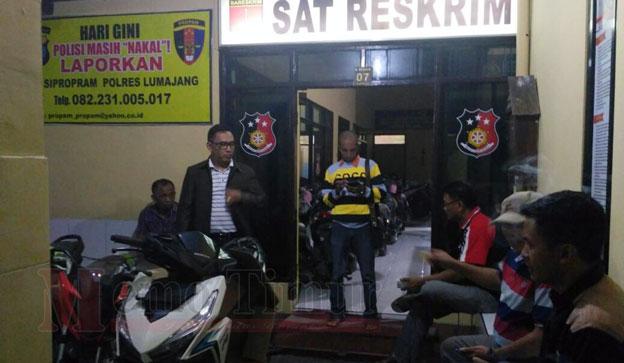 Pengurus PDIP Lumajang saat mendatangi Polres Lumajang