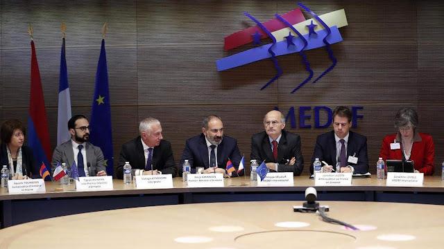 Pashinyan pide en Francia más inversión en Armenia