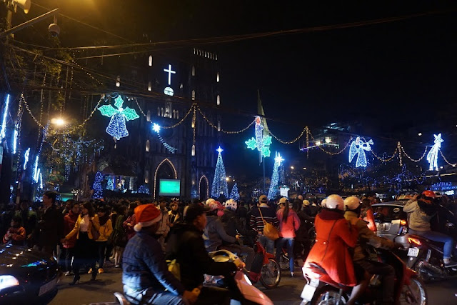 Hanoi Cathedral is magnificent on Christmas Eve