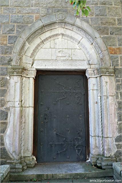 Puerta Exterior en el Castillo Medieval Hammond, Gloucester