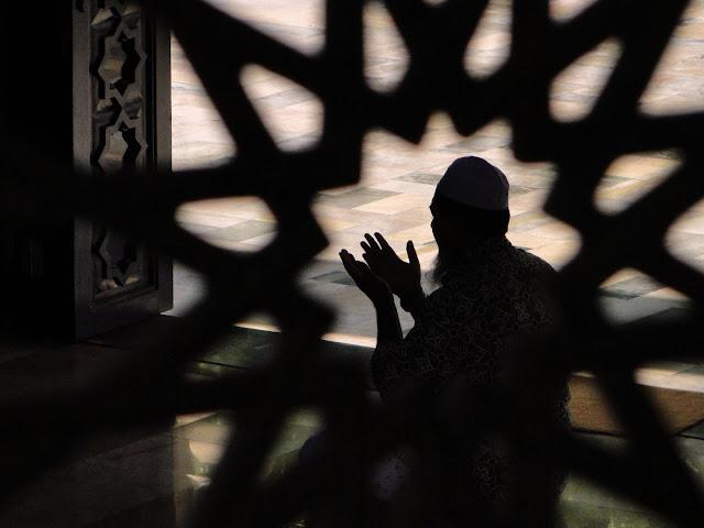 Pentingnya Memahami Hakikat Suatu Ibadah Dalam Islam