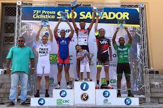 http://vnoticia.com.br/noticia/1832-izael-nunes-vence-na-sub-30-e-ciclistas-de-sfi-sobem-no-podio-da-prova-de-sao-salvador