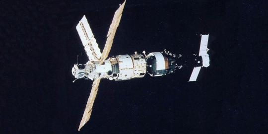Soeharto dan satelit pertama Palapa A1