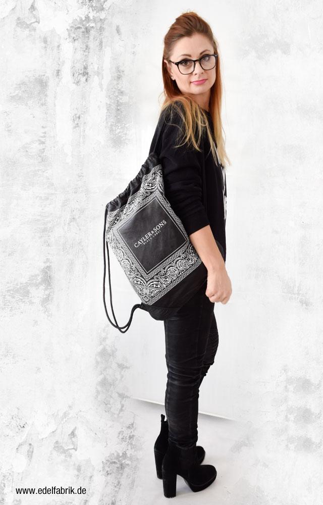 Schwarz mit schwarz kombinieren, Karl Lagerfeld Sweatshirt, Ü40 Mode