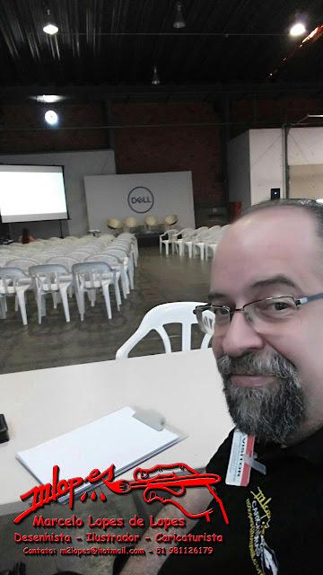 Desenhista Marcelo se preparando para iniciar os trabalhos na Dell Computadores.
