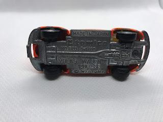 フォルクススワーゲン ビートル1200LSE のおんぼろミニカーを底面から撮影