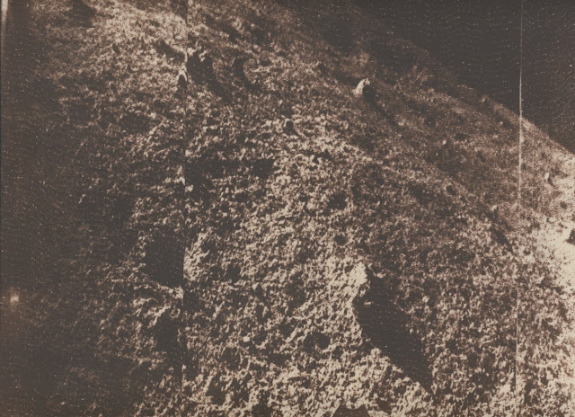 Segundo descrição dos soviéticos o solo lunar parece chocolate.