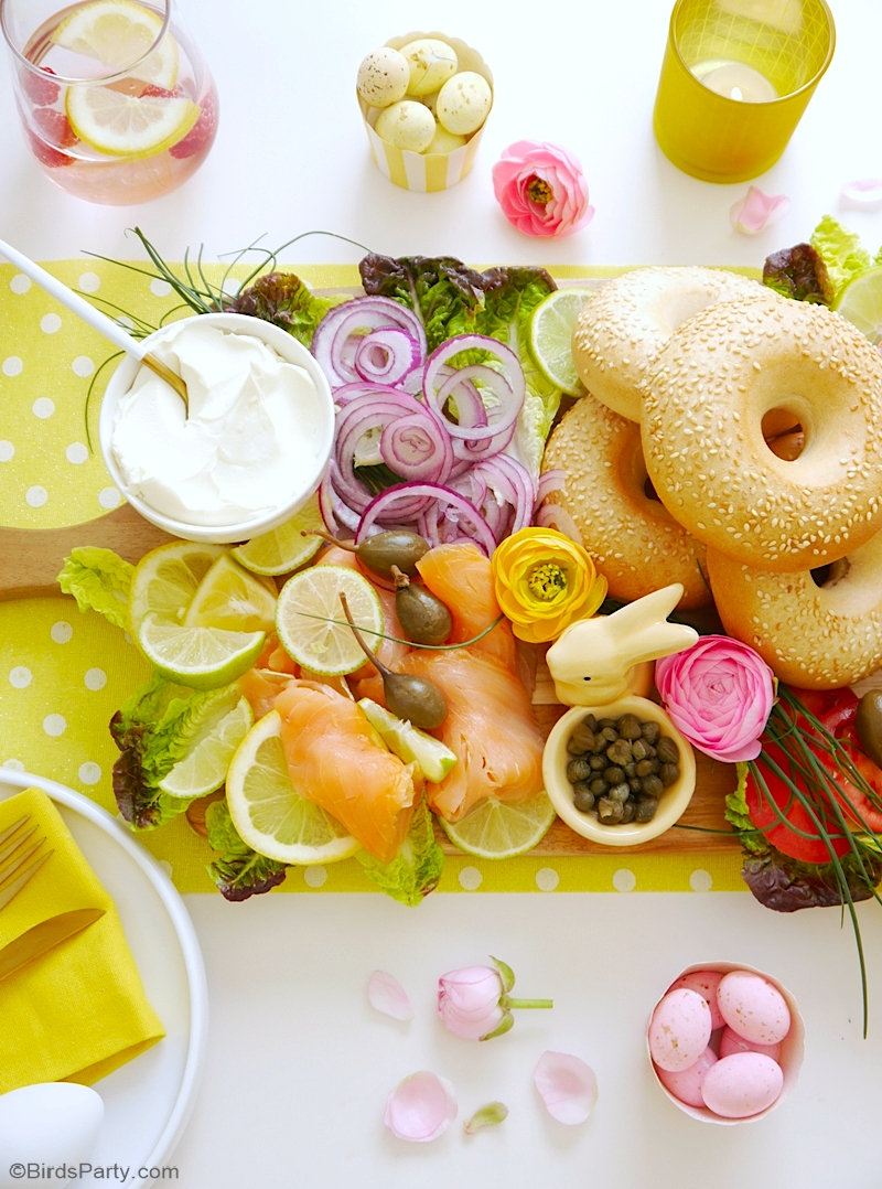 Comment préparer un plateau de bagels délicieux, facile et rapide pour le brunch de Pâques ou toute célébration du printemps! by BirdsParty.com @birdsparty #paques #brunchdepaques #brunch #plateaufromage #plateaurepas #plateaucharcuterie #plateaubagels