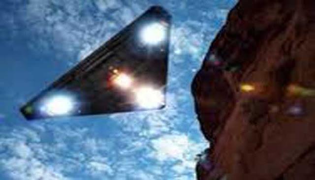 PESAWAT SILUMAN INI MIRIP DENGAN UFO