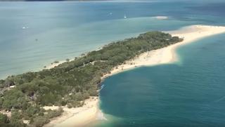Τρύπα στον φλοιό της Γης «καταπίνει» ολόκληρη παραλία (Βίντεο)