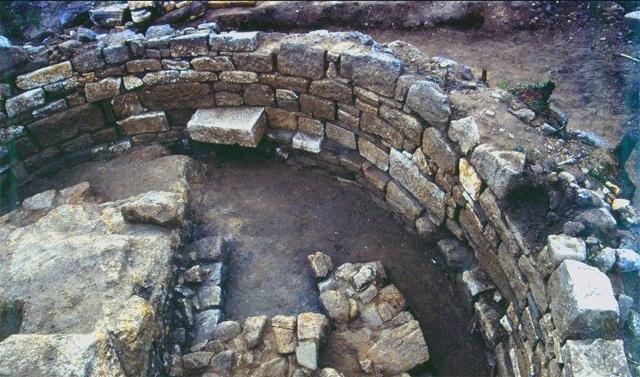 Arqueólogos descubren la tumba de aristóteles