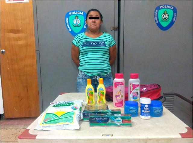 Ladrona atrapada in fraganti en una Farmacia SAAS de Maracaibo