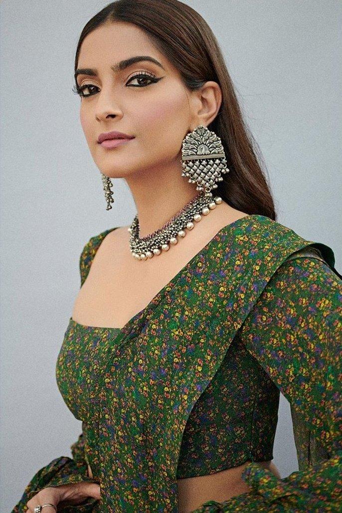 Bollywood Actress SonamKapoor HotPhotos MakeUp BeautyTips Fashion WallPapers Biography Wikipedia MoviesList VideoSongs Photoshoots