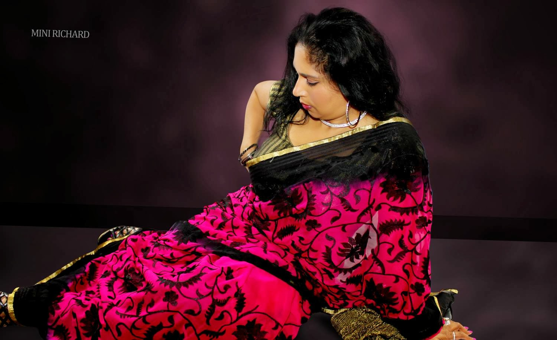 Mini Richard latest hot navel show in saree - Mallufun.com