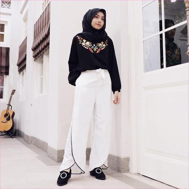 Outfit Celana Cullotes Untuk Hijabers Ala Selebgram 2018 hijab pashmina diamond ciput top blouse batik lace ups loafers and slip ons hitam pants cullotes pallazo putih ootd trendy gitar
