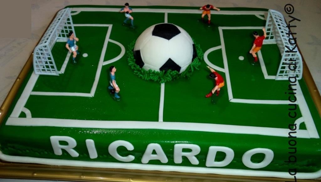 How To Decorate A Football Cake
