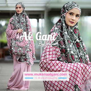 Quina Dokter barbie Tika  cantik wearing Mukena Najwa super duper Best Seller 😍
