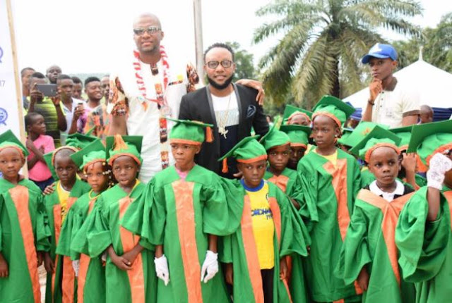 Singer-Kcee-gives-out-scholarships-to-graduating-students-in-Abia-State