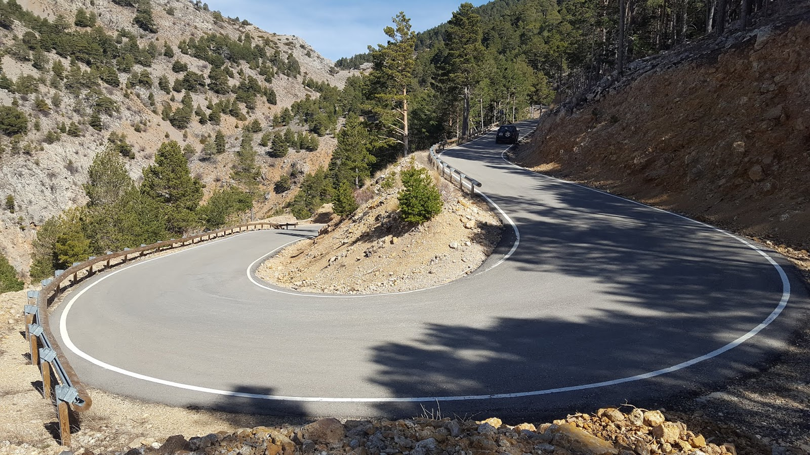 Left-hand switchback on climb to Pico del Buitre, Teruel