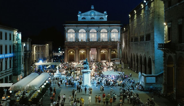 Tour pela Piazza Cavour em Rimini